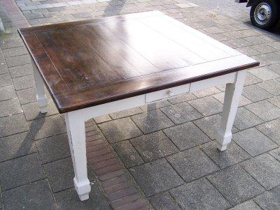 Brocante tafels alles brocante - Tafel een kribbe stijl industriel ...